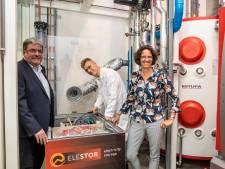 Kamper machinefabrikant put kracht uit oplaadbare superbatterij