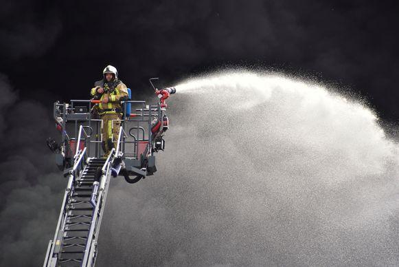 Een eenzame job, op vele meters hoogte bij het inferno van Flocart.