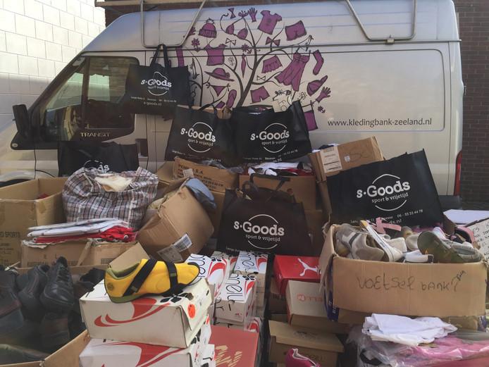 S-Goods schenkt ruim 2500 stuks kleding en schoenen aan Kledingbank Zeeland.