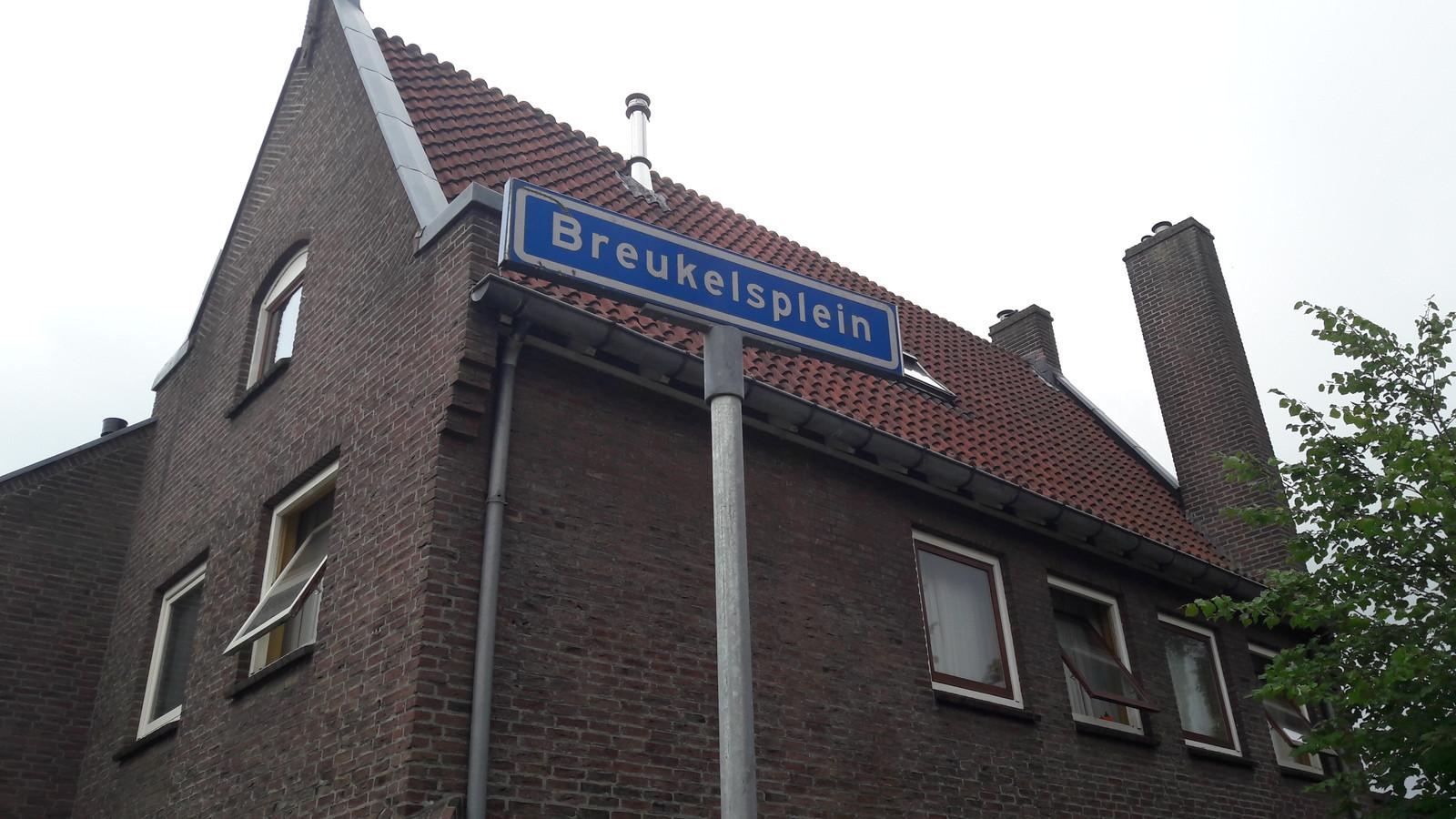 Een 19-jarige Boxtelaar die wordt verdacht van drugs dealen, werd dinsdagavond opgepakt op het Breukelsplein in zijn woonplaats.