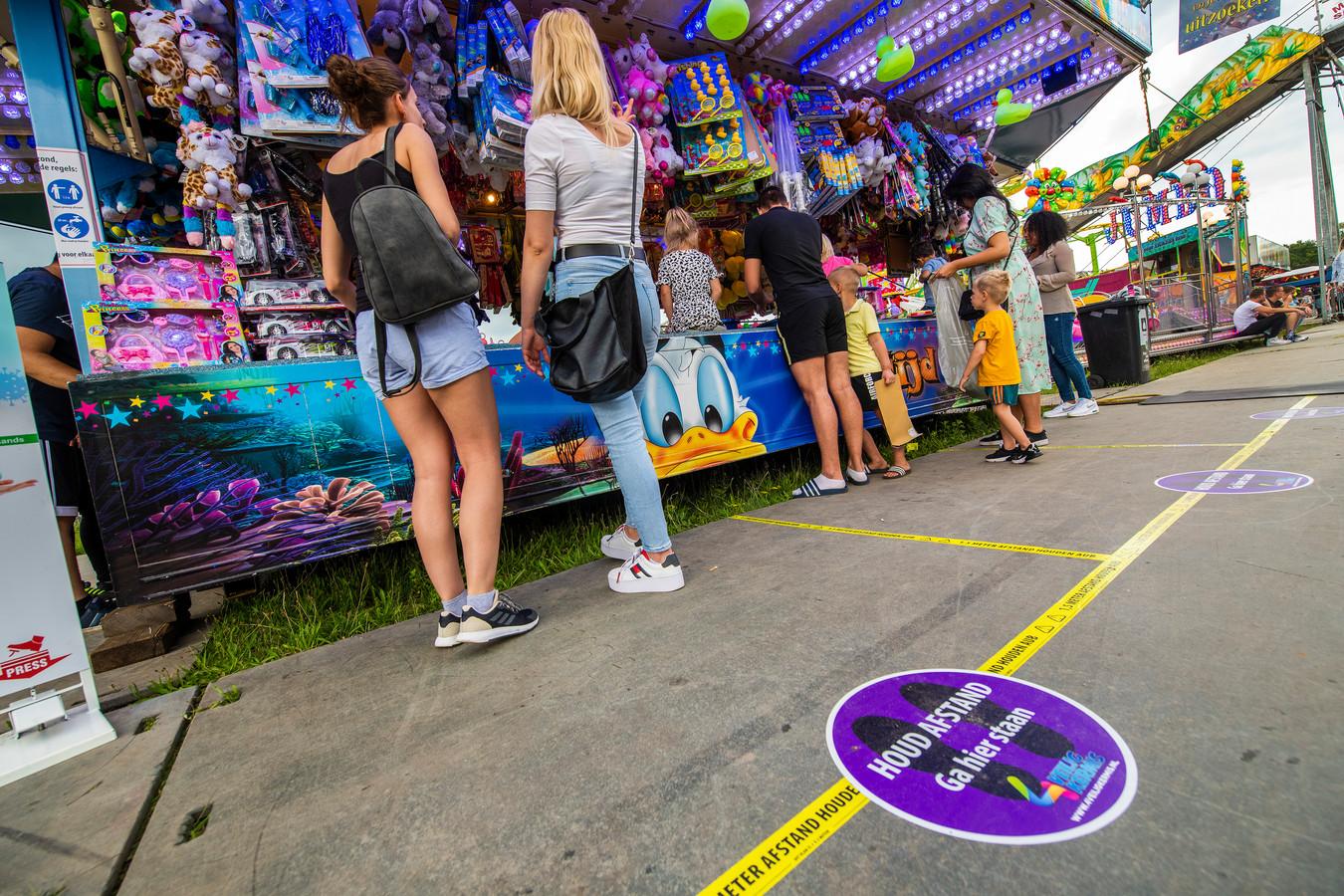 Organisator De Voer uit Apeldoorn hield de afgelopen dagen ook de kermis in Apeldoorn. Daar werd ervaring opgedaan met het in acht nemen van de coronarichtlijnen. Die ervaring wordt ook in Zwolle ingezet, net als de belijning en stickers op de grond.