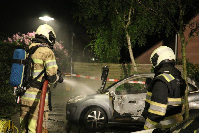 De brandweer vannacht aan het werk aan de Amerikalaan op het Kanaleneiland.