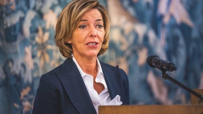 Gouverneur overlegt over invoering strengere maatregelen in Oost-Vlaanderen: mondmaskerplicht en schrappen van alle activiteiten buiten het werk