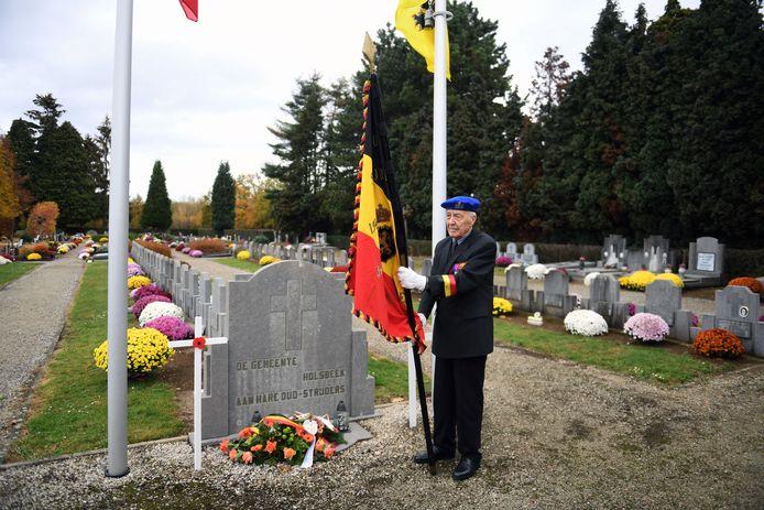 11-novembervieringen op het kerkhof in Holsbeek.