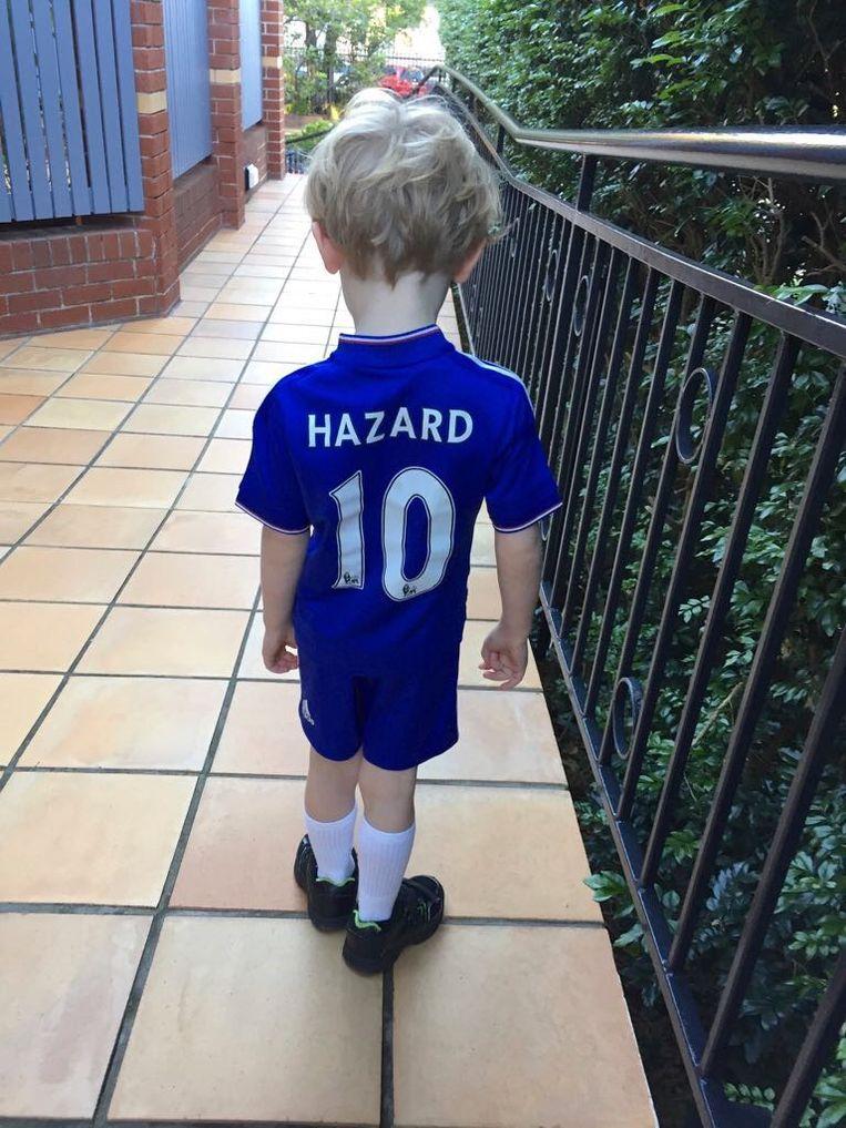 Luca, een jonge Hazardfan uit Australië, die een gehandtekend shirt kreeg van zijn idool. Hij draagt het wanneer hij het kan.
