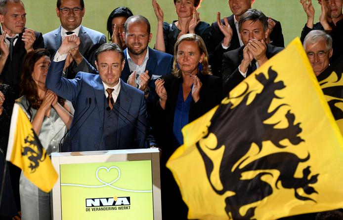 Bart De Wever et les ténors de la N-VA fêtent leurs résultats lors des dernières élections, le 26 mai 2019.