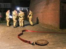 Bewoners ruiken benzine in Ede, brandweer doet onderzoek