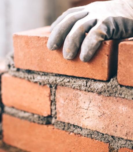Toezichthouder Hilvarenbeek mag bouw in Goirle stilleggen