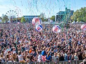 Bekijk hier de opbouw van het Bevrijdingsfestival Overijssel