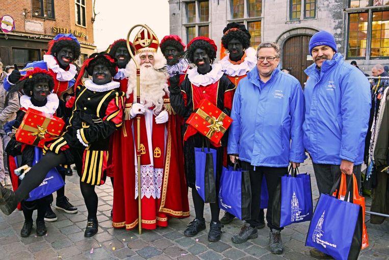 Sinterklaas en zijn zwarte pieten waren vorig jaar ook al van de partij op de rommelmarkt.