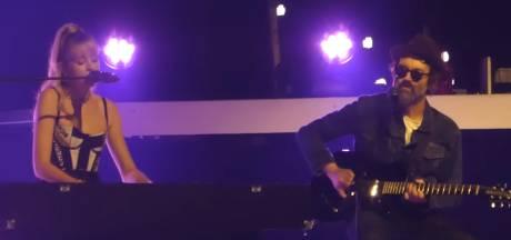 Angèle s'offre un duo avec Eels sur la scène de Bercy