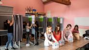 FOTOREEKS: De rush is begonnen: alle hens aan dek om de stemlokalen klaar te krijgen tegen zondag