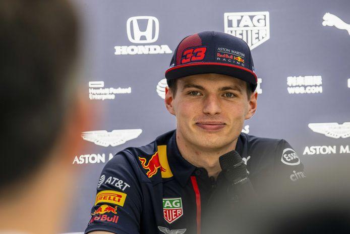 Max Verstappen sleept het kampioenschap van simracecompetitie Real Racers Never Quit binnen zonder op de slotdag een race te winnen