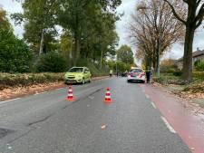 Fietser geschept door auto in Ermelo: met hoofdwond naar ziekenhuis