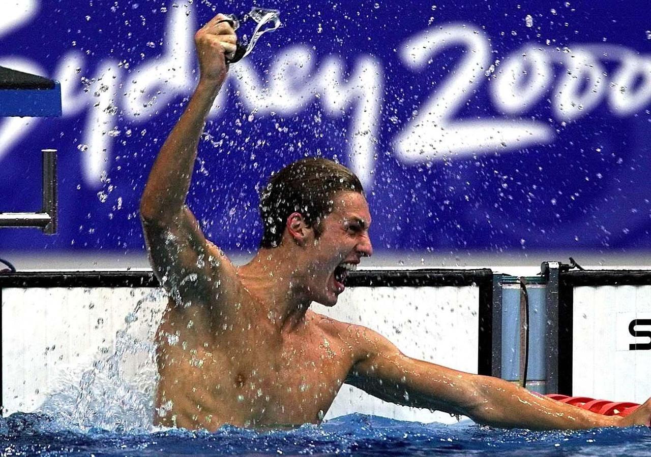 Zwemmer Pieter van den Hoogenband toen hij goud won op de 200 meter vrije slag tijdens de Olympische Spelen in Sydney.