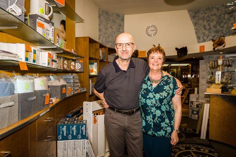 Zaakvoerders Anna Supré en Rudy De Smet stoppen er na 35 jaar mee.