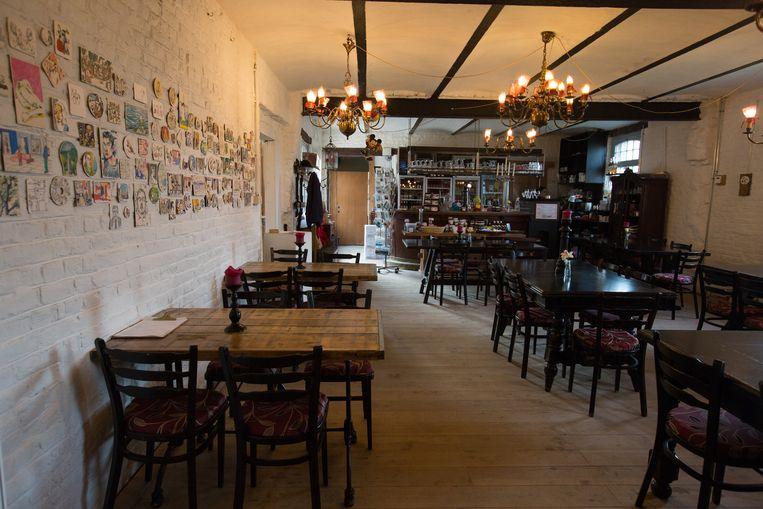 In De Bottelarij kan je genieten van een beperkte kaart met streekgerechten of wereldkeuken. Je vindt er alle Limburgse bieren en zit vlak aan het fietsroutenetwerk.