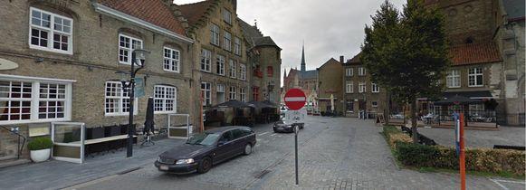 De feiten gebeurden aan de Appelmarkt in Veurne.