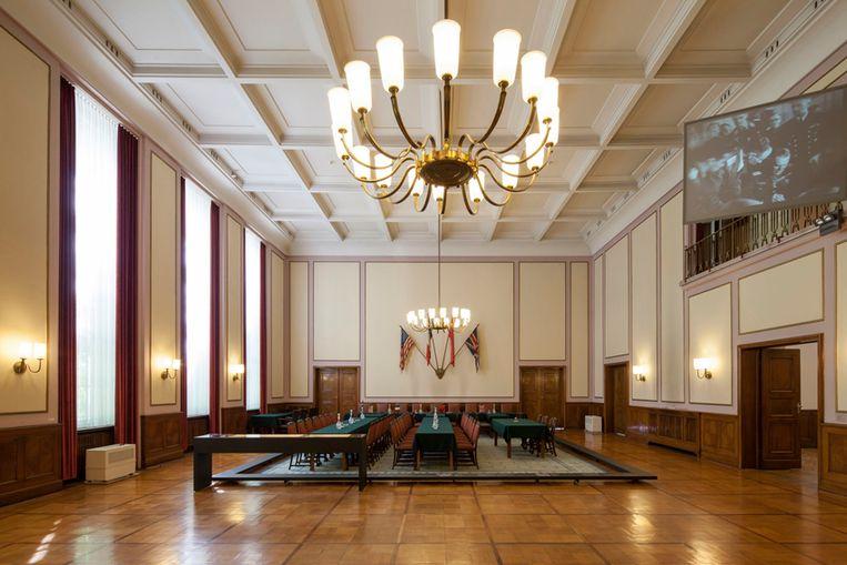 De zaal in Museum Karlshorst waar in de nacht van 8 op 9 mei de capitulatie getekend werd. De zaal ziet er nog precies zo uit als destijds.  Beeld Museum Karlshorst