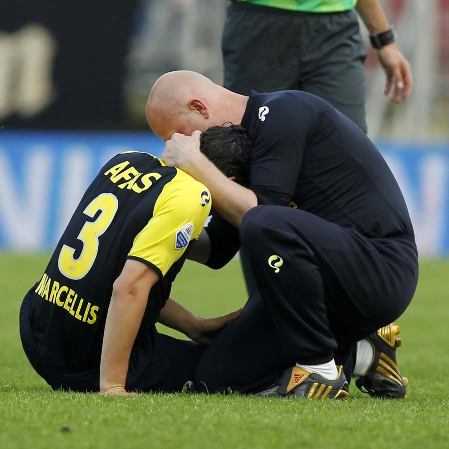 """De inmiddels gestopte Dirk Marcellis raakte bij AZ zwaar geblesseerd aan zijn knie: ,,Het is niet niks om zo'n tegenslag te moeten verwerken"""", zei hij toen."""