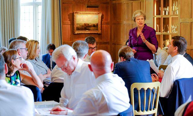 Premier may legt kaarten op tafel: na de brexit zo dicht mogelijk