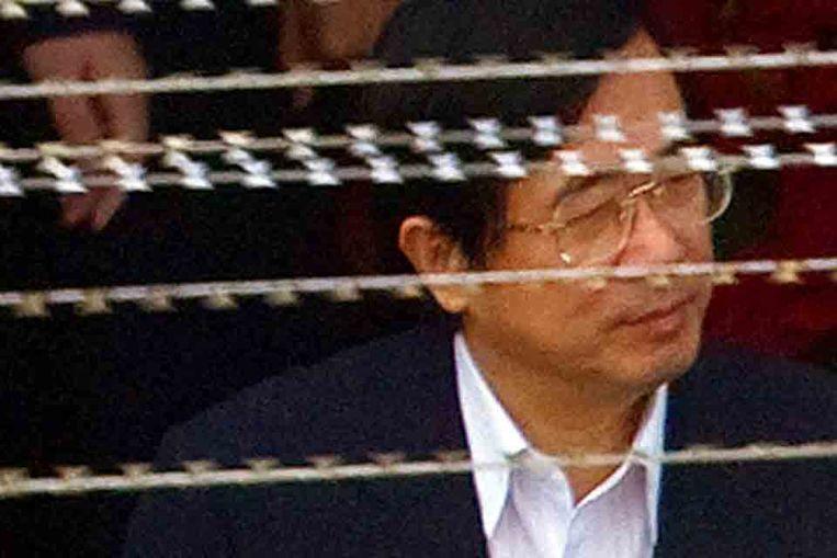Ex-president van Taiwan Chen Shui Ban verlaat het Tucheng detentiecentrum bij Taipei, om in het hoogerechtshof van Taiwan terecht te staan. (Reuters) Beeld