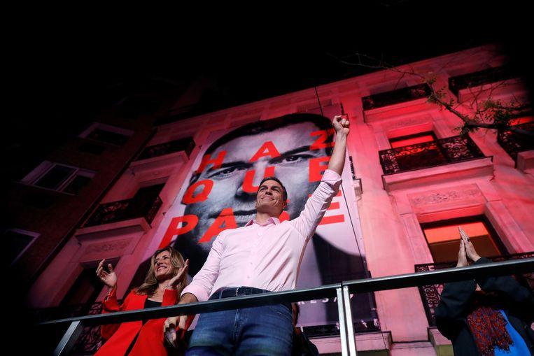 Premier en partijleider van de PSOE Pedro Sánchez reageert op de verkiezingsuitslag. Beeld null