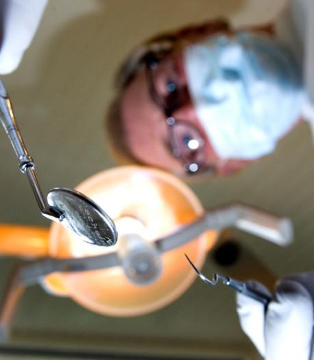 Uren in de auto voor de tandarts: 'Er komen zelfs mensen uit Landgraaf naar Ede'