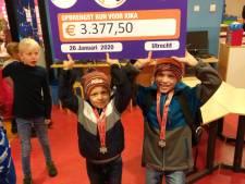 8-jarige Thijmen haalt eindbedrag van ruim 3300 euro op voor zieke vriendje Jip