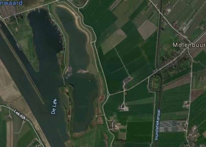 De Honswijkerplas tijdens de aanleg. In het midden komt de dam. Rechts de Molenbuurt van Tull en 't Waal.
