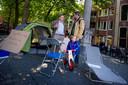 In de hoogtijdagen van de Occupybeweging koos Hugo Jansen ervoor om niet zoals zo velen aan te schuiven in de Randstad, maar sloeg in zijn eentje een tentje op in hartje Breda om met mensen in discussie te gaan.
