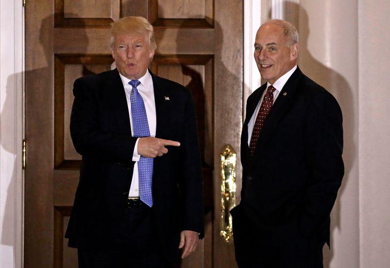 De Amerikaanse president Donald Trump samen met de nieuwe stafchef van het Witte Huis John Kelly tijdens een ontmoeting in 2016. Beeld EPA