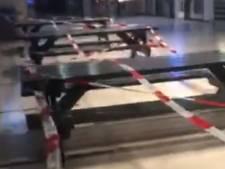 Man filmt hoe hij 'belachelijke' coronalinten verwijdert op station Tilburg, NS doet aangifte