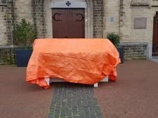 Boze voorzitter Wehlse processie stopt ermee en zet altaar voor de kerk