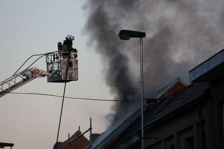 In de Karel Haegensstraat brandde deze woning volledig uit.