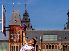 Geluid, joints en topsport vechten om de aandacht op Museumplein