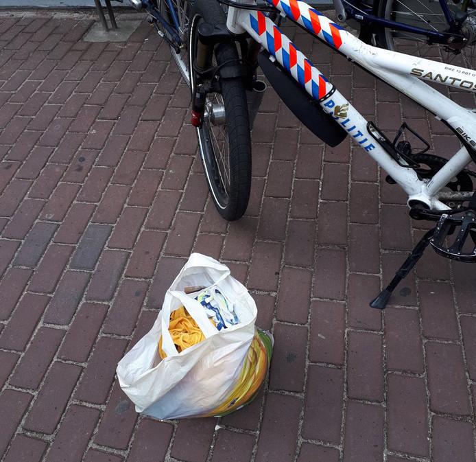 In tassen werd gestolen kleding ontdekt. Foto ter illustratie, niet van het incident in Roosendaal.
