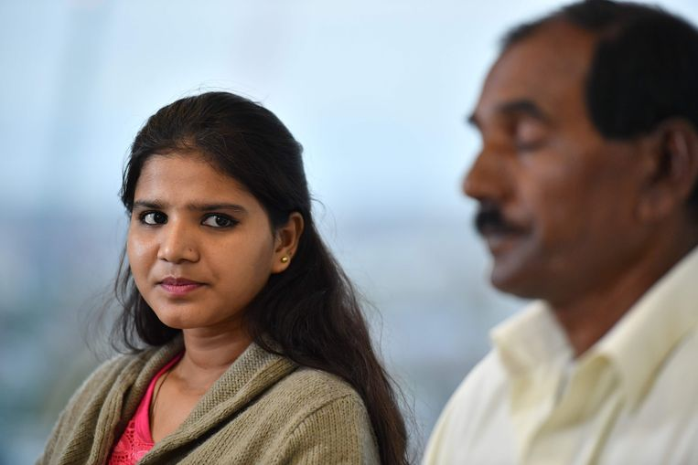 Ashiq Mesih (R) en Eisham Ashiq, de dochter en echtgenoot van Asia Bibi.