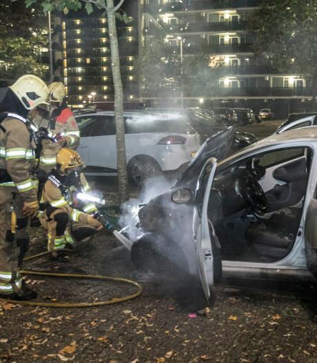 Auto in brand in Malburgen, politie vermoedt opzet