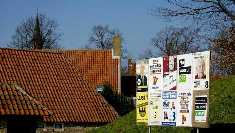 Een verkiezingsbord in Heusden. Burgemeester Jan Hamming heeft aangifte gedaan van het ronselen van stemmen voor de gemeenteraadsverkiezingen. Beeld anp