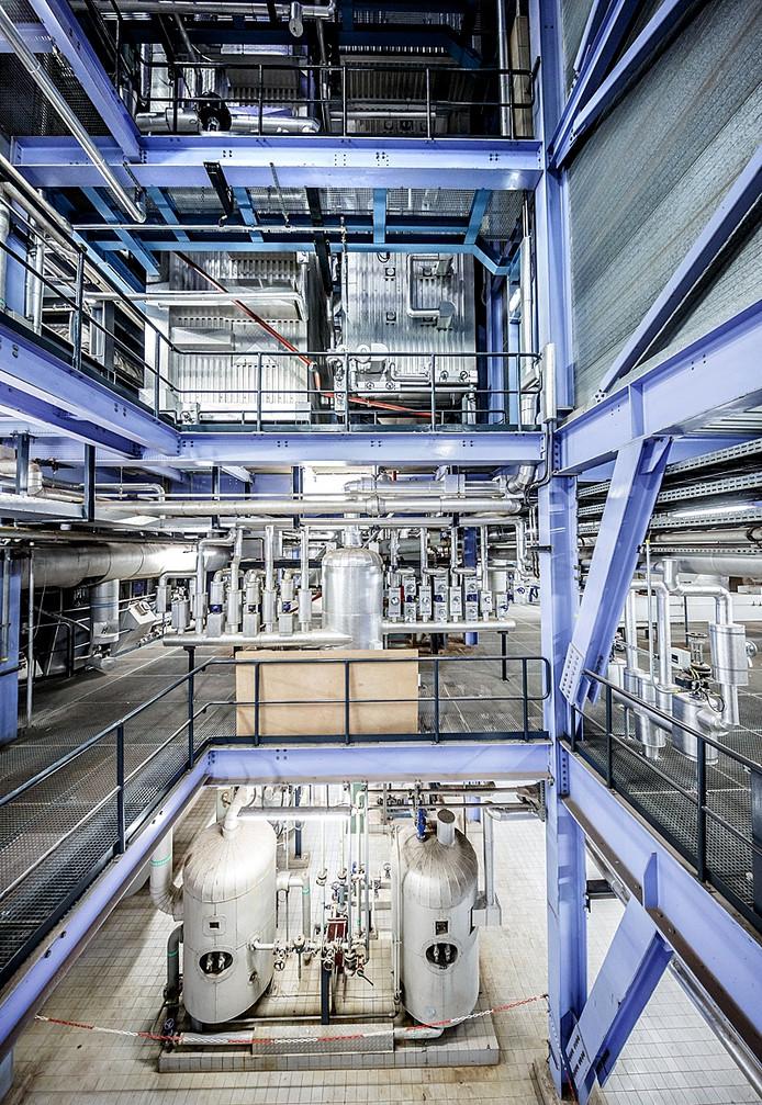 Moerdijk - 01/04/2015 - Foto: Marcel Otterspeer / het fotoburo - Reportage nieuwe hogedruk-ketel Slibverwerking Noord-Brabant. Eén van de 4 installaties.