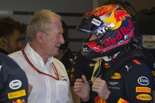 Max Verstappen met Helmut Marko tijdens de derde vrije training voor de Grand Prix van Abu Dhabi