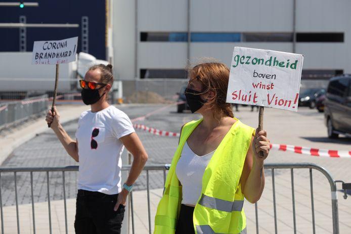 Tijdens de eerste golf kwam een fiks aantal coronabesmettingen bij Vion-personeel aan het licht, wat leidde tot een protest. Inmiddels lijkt de situatie onder controle: in september werd zelfs geen enkele besmetting geconstateerd.