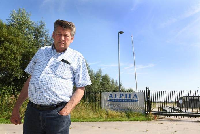 Agrariër Gert van Kats bij het momenteel ongebruikte baggerdepot in Cabauw: ,,Ik ben er niet gerust op dat hier nooit meer vervuild slib wordt opgeslagen.''