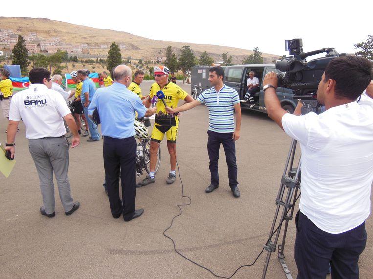 Roland Hurtecant werd in 2013 als een held ontvangen in Baku. De plaatselijke pers stond aan te schuiven om hem te interviewen.