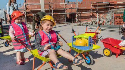 Klussertjes helpen mee bouwen aan  nieuw kinderdagverblijf AZ Delta