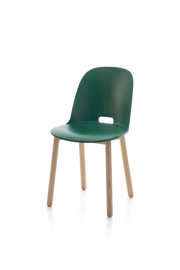 De Emeco Alfi Chair van Jasper Morrison. Beeld