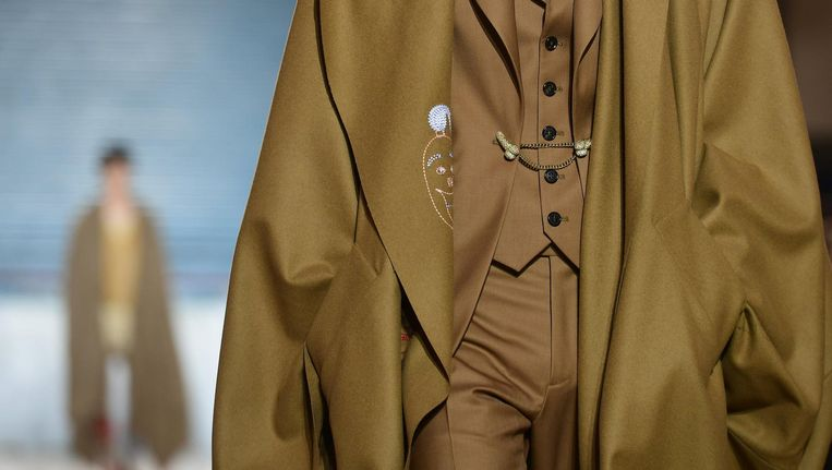 Penisaccessoires op de catwalk van Vivienne Westwood.