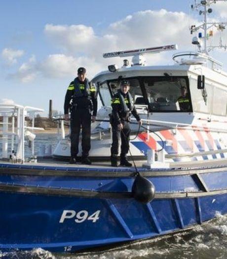 Bunkerboot haalde coke op zeeschip binnen: 'Zoveelste bedrijfstak in Rotterdamse haven besmet door drugs'