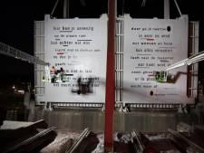 Wachten omdat de Zwolse Hofvlietbrug open staat? Treur niet: 'Poëzie terwijl u wacht' fleurt die tijd op